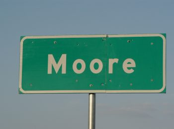 Moore city council approves city manager contract